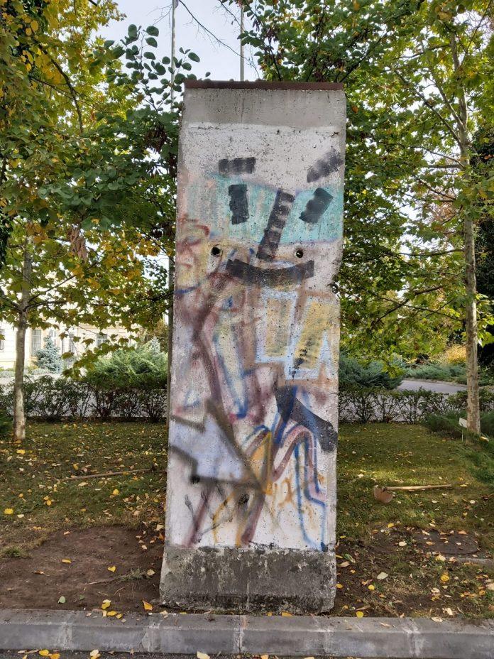 bucata din zidul berlinului