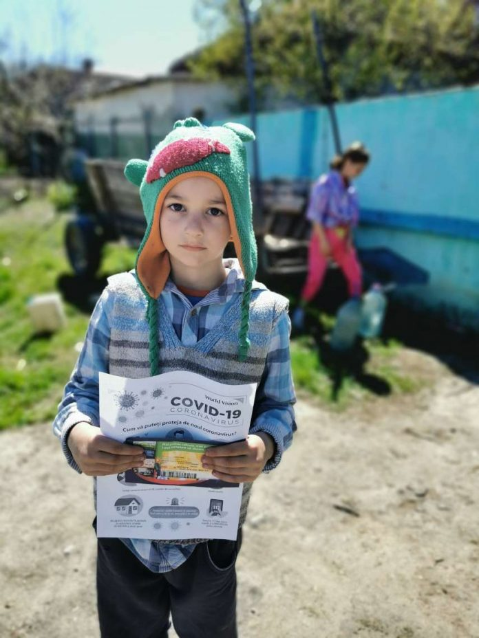 copil primind ajutor social, World Vision