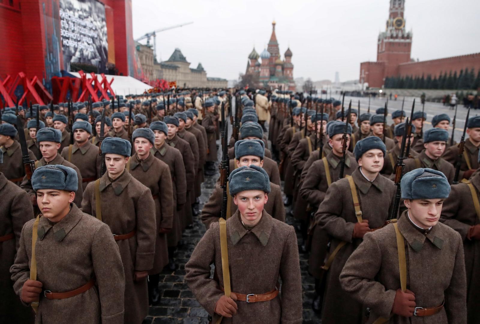 Mii de militari au fost plasați în carantină în Rusia, după ce a ...