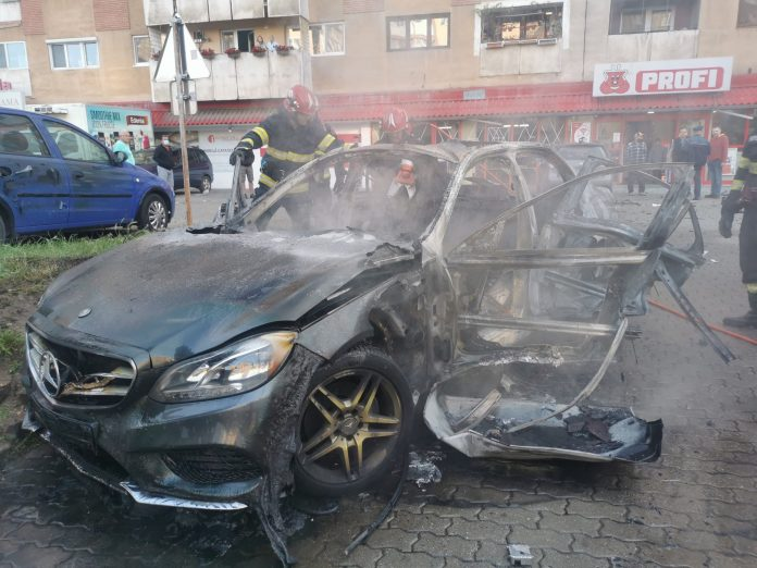 Businessman killed when care exploded. Masina explodata, Arad. Aradon.ro